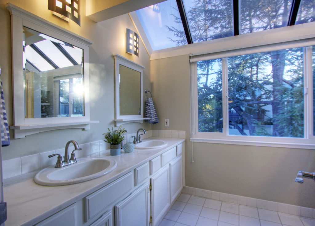 Mountain View Townhome for Sale - upstairs bathroom