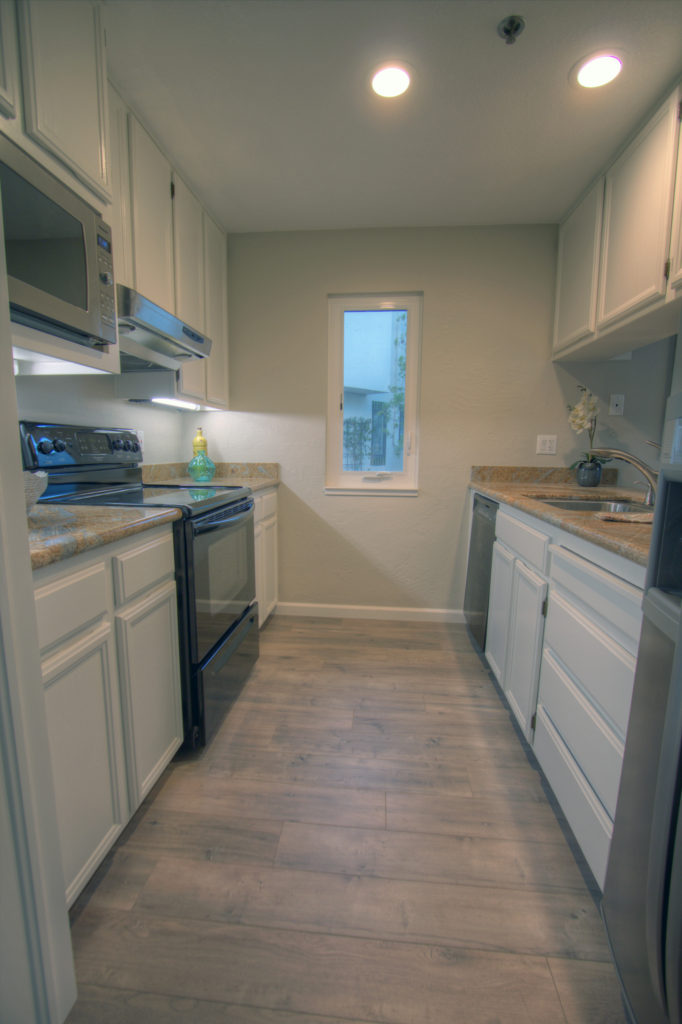 Mountain View Townhome for Sale - kitchen